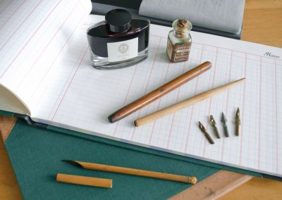 material de escrita e caligrafia